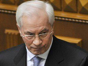 Азаров попросил строителей не ждать высоких цен